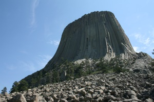 monoliet van 386 meter hoog | Devils Tower National Monument